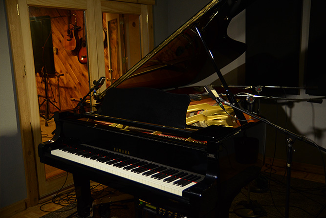 Grand PianoRosewood Recording Studio